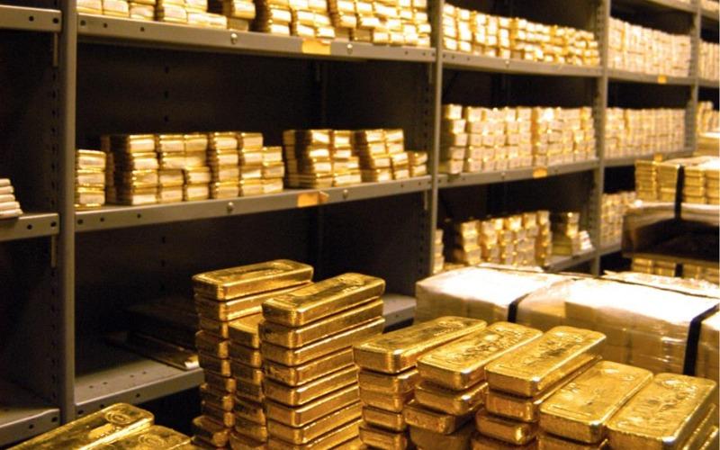 Emas di Proyeksi Stagnan di Kisaran $1.800 Sampai Tahun Depan.